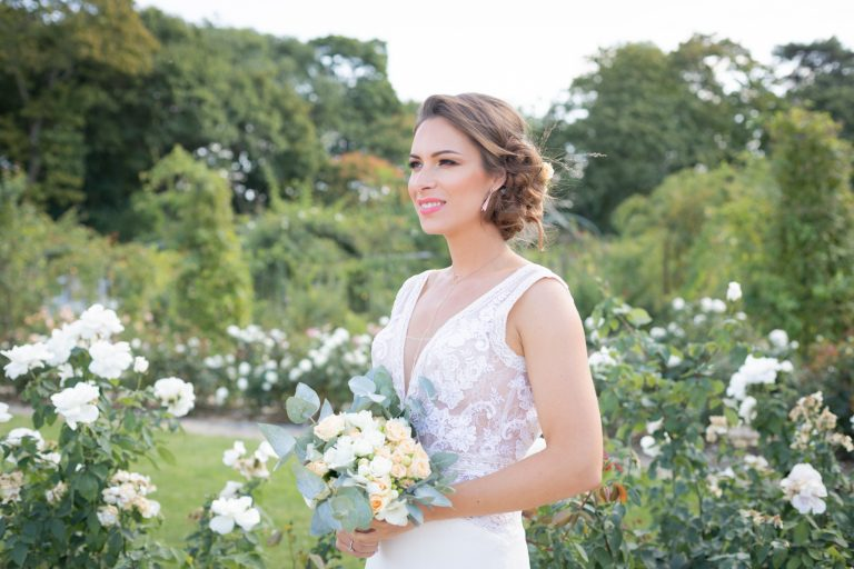 l'attente. le bouquet de la mariée